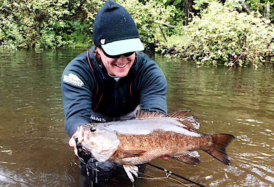 Big smallmouth bass fly fishing in rivers toflyfish for Fly fishing for largemouth bass